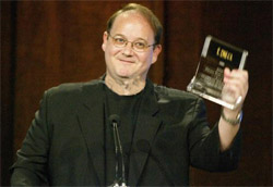 L ideatore Marc Cherry con il TCA Award