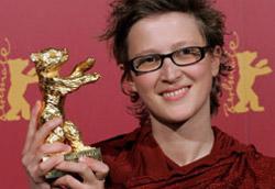 Jasmila Zbanic con l'Orso d'oro