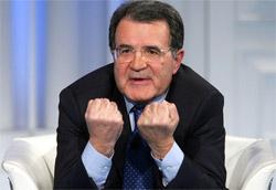 """Romano Prodi a <i>Porta a porta</i>"""" />e cifre che si sarebbe concluso a pochi giorni dal voto con l'appello agli elettori da parte dei leader a """"fare la cosa giusta"""".<br /> Invece sono settimane che <strong>entrambi gli schieramenti si rinfacciano il monopolio della menzogna</strong>: non c'è indicatore che non sia stato smentito, non c'è dato che sia stato approvato all'unanimità.<br /> Ci hanno privato del conforto della ragione, proiettandoci in un allegro fanta – thriller in cui conta solo l'emozione.<br /> Perché è successo?</p> <p>La mia risposta, come prevedibile visto il contesto in cui scrivo, è legata al nostro rapporto con la televisione.<br /> È sotto gli occhi di tutti come <strong>questa campagna elettorale sia prevalentemente televisiva</strong>.<br /> I duelli avvengono sul teleschermo, le dichiarazioni sono rilasciate all'interno dei talk-show, gli stessi giornali hanno prestato più attenzione a <em>Porta a porta</em> e <em>Ballarò</em> che non alle sedute parlamentari.<br /> A essere sinceri, anche le nostre vite sono sempre più televisive: la commistione tra informazione e intrattenimento, in mancanza di un'adeguata formazione (scolastica?) che ci permettesse di interpretare il linguaggio televisivo dominante invece di subirlo, ha abbattuto una a una quasi tutte le barriere che separavano il fatto dall'invenzione.</p> <p>""""Il mezzo è il messaggio"""" diceva (a ragione) McLuhan, ma la Tv già da tempo ha abbandonato la razionalità in cambio di uno statuto ontologico ibrido nel quale la fantasia sovverte ogni legge fisica e ogni logica. Provo a spiegarmi meglio: nel 1997 Giovanni Sartori, nel saggio Homo videns, segnalava i rischi di una televisione le cui immagini sono erroneamente percepite come """"vere"""" ma che nei fatti sono solo una versione distorta dei fatti reali.<br /> Nell'anno di grazia 2006, credo sia possibile portare quell'analisi alle sue estreme conseguenze.<img class="""