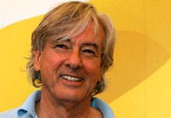 """Paul Verhoeven, regista di <i>Zwartboek</i>"""" />Arginate le tragedie targate iuessei, al Festival arrivano quelle europee. Prima con <em>Zwartboek</em> di Paul Verhoeven, poi con <em>Private Fears in Public Places</em>, del maestro Alain Resnais, si approfondisce con modi e stili diversi il profilo di un'Europa colpita nel cuore.</p> <p>Verhoeven con il suo film ricostruisce l'Olanda occupata dai nazisti, mescolando registri e generi che spaziano dal drama al pulp, dall'action al thriller. E' un punto di vista curioso, quasi innovativo quello mostrato dal regista olandese, nonostante l'equilibrio del film a volte ne risenta. Troppi eccessi (?). Resnais, invece, è sottile nel descrivere i pensieri e le parole di tre uomini e tre donne alle prese con le angosce, le paure e i desideri nella Parigi di oggi. Commedia frizzante che lascia spesso e volentieri l'amaro in bocca. Splendida Laura Morante.</p> <p>Domani è il giorno dell'animazione con il film (in concorso) <em>Paprika</em> di Kon Satoshi e con Gedo Senki (fuori concorso) di Goro Miyazaki, figlio di Hayao. Ne vedremo delle belle. Speriamo.</p> <p><strong>In concorso</strong></p> <p><em>Zwartboek</em><br /> Di Paul Verhoeven<br /> ******</p> <p><em>Private Fears in Public Places</em><br /> Di Alan Resnais<br /> ********</p> <p><A href="""