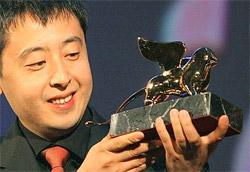Jia Zhang-Ke con il Leone d'oro appena conquistato