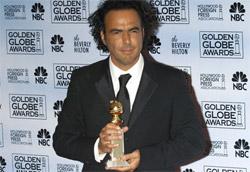 """Alejandro Iñárritu con il premio per <i>Babel</i>"""" /><em>Babel</em>, il terzo film di Alejandro González Iñárritu, si è aggiudicato il premio di miglior film drammatico durante la sessantaquattresima edizione dei Golden Globe Awards, i riconoscimenti assegnati dalla stampa straniera. Miglior commedia è stata invece votata <em>Dreamgirls</em>, che si è anche aggiudicata i premi per gli attori non protagonisti Eddie Murphy e Jennifer Hudson. </p> <p>La miglior regia è andata a Martin Scorsese, già vincitore anche quattro anni fa, mentre miglior film in lingua straniera a Clint Eastwood per <em>Letters from Iwo Jima</em>.</p> <p>Migliori attori drammatici sono stati scelti Forest Whitaker ed Helen Mirren (che si è aggiudicata due premi considerando anche quella per migliore attrice in una serie tv), mentre i migliori comici sono stati Sacha Baron Cohen e Meryl Streep (al sesto premio su ben ventuno nomination).</p> <p>Per quanto riguarda le serie tv, si sono aggiudicate il premio <em>Grey's Anatomy</em> e <em>Ugly Betty</em>.</p> <p><strong>Tutti i riconoscimenti</strong>:</p> <p><strong>Miglior film drammatico</strong>: <em>Babel</em><br /> <strong>Miglior commedia</strong>: <em>Dreamgirls</em><br /> <strong>Miglior attore in film drammatico</strong>: Forest Whitaker in <em>L'ultimo re di Scozia</em><br /> <strong>Miglior attore in commedia</strong>: Sacha Baron Cohen in <em>Borat</em><br /> <strong>Miglior attrice in film drammatico</strong>: Helen Mirren in <em>The Queen</em><br /> <strong>Miglior attrice in commedia</strong>: Meryl Streep in <em>Il diavolo veste Prada</em><br /> <strong>Miglior attore non protagonista</strong>: Eddie Murphy in <em>Dreamgirls</em><br /> <strong>Miglior attrice non protagonista</strong>: Jennifer Hudson in <em>Dreamgirls</em><br /> <strong>Miglior regia</strong>: Martin Scorsese per <em>The Departed</em><br /> <strong>Miglior sceneggiatura</strong>: Peter Morgan per <em>The Queen</em><br /> <strong>Miglior canzone</strong>: Prince pe"""