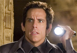 """Ben Stiller in <i>Una notte al museo</i>"""" />Dopo due settimane <em>Manuale d'amore 2 – Capitoli successivi</em> non è più il film più visto nelle sale italiane. È stato infatti superato da <em>Una notte al museo</em>, commedia di Shawn Levy con Ben Stiller che ha totalizzato un incasso davvero notevole e superiore a ogni aspettativa. <em>Manuale d'amore 2</em> rimane comunque al secondo posto, e supera i sedici milioni di euro di incasso totale, così come <em>La ricerca della felicità</em> scala al terzo posto.</p> <p>Quarta è un'altra nuova entrata, <em>La cena per farli conoscere</em>, mentre entrano nella top ten anche <em>Miss Potter</em> e <em>Vero come la finzione</em>, ma con risultati decisamente più bassi. Appena sotto invece <em>Black book</em>, il nuovo film di Paul Verhoeven.</p> <p><strong>Box Office</strong> weekend 2-4 febbraio 2006<br /> <strong>1</strong>   <em>Una notte al museo</em>   <strong> 3.642.050 </strong>   (3.642.050)<br /> <strong>2</strong>   <em>Manuale d'amore 2 – Capitoli successivi</em>   <strong> 2.074.261 </strong>   (16.460.032)<br /> <strong>3</strong>   <em>La ricerca della felicità</em>   <strong> 1.208.158 </strong>   (13.651.097)<br /> <strong>4</strong>   <em>La cena per farli conoscere</em>   <strong> 1.051.250 </strong>   (1.051.250)<br /> <strong>5</strong>   <em>The blood diamond</em>   <strong> 918.883 </strong>   (2.647.370)<br /> <strong>6</strong>   <em>Step up</em>   <strong> 907.848 </strong>   (2.656.622)<br /> <strong>7</strong>   <em>Miss Potter</em>   <strong> 178.689 </strong>   (178.689)<br /> <strong>8</strong>   <em>Bobby</em>   <strong> 170.409 </strong>   (1.098.485)<br /> <strong>9</strong>   <em>Rocky Balboa</em>   <strong> 129.468 </strong>   (6.387.187)<br /> <strong>10</strong>   <em>Vero come la finzione</em>   <strong> 119.633 </strong>   (119.633)</p> <p><strong>Altre</strong> nuove uscite<br /> <strong>12</strong> <em>Black book</em>   <strong> 104.344 </strong></p> <p><strong>Media</strong> inc"""