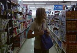 """<i>Emily Haines & The Soft Skeleton – Doctor Blind</i>"""" />magazzini aperti tutta la notte, dove a ogni ora del giorno è possibile trovare ogni cosa, dalle aspirine alle patatine, dai preservativi alle scatole giganti di gelato. <strong>Luoghi dai grandi spazi multicolori che nascondono angoli invalicabili</strong>, magazzini e retrobottega inavvicinabili.</p> <p><strong>Cosa accade dentro queste pance piene della società?</strong> Incontri di uomini e donne soli, forse, nei grandi corridoi con gli scaffali colorati di oggetti, le luci al neon che rendono pallidi e verdi i volti delle persone. Rapine e omicidi, spesso, perché i supermercati fanno paura e racchiudono anche il peggio, lo scarto della vita sociale, il pericolo dietro gli angoli bui.<br /> Può trasformarsi in un luogo di orrore, ultimo baluardo di una società civile trasformata in zombi, come l'omonimo film di George A. Romero (<em>Dawn of the dead</em>, 1978): se si abbandona il supermercato significa che l'umanità è caduta in mare, ha lasciato la rotta, forse è sul punto di estinguersi come capita in <em><A href="""