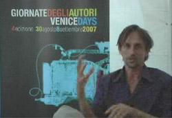 Sergio Zanasi durante un'intervista alla Villa degli Autori