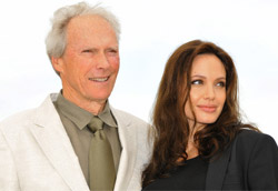Clint Eastwood e Angelina Jolie durante il photocall per Changeling