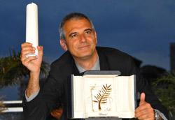 Laurent Cantet con la Palma d'Oro conquistata per Entre le murs