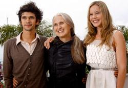 La regista Jane Champion tra i protagonisti del suo film, Ben Wishaw e Abbie Cornish
