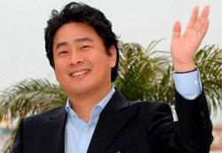 Park Chan-Wook sul tappeto rosso della Croisette per presentare il suo film Thirst