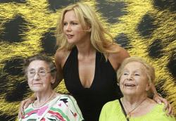 Untern Bauern: le amiche Anni Richter e Marga Spiegel con l'attrice Veronica Ferres