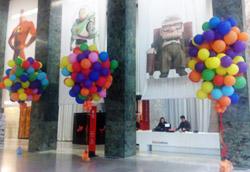Anche il Palazzo del Casino è bardato di palloncini e personaggi Pixar