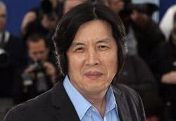 Il regista sudcoreano Lee Chang-dong in passerella a Cannes