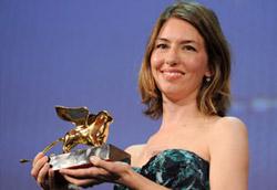Sofia Coppola con il Leone d'Oro appena ricevuto