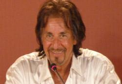 Al Pacino in conferenza stampa: smetterà mai di parlare?